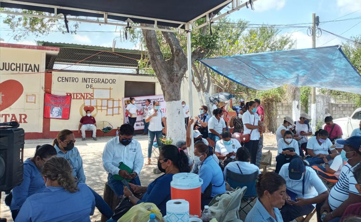 Por segundo día protestan trabajadores de la salud del Istmo de Oaxaca para exigir vacunas contra Covid-19