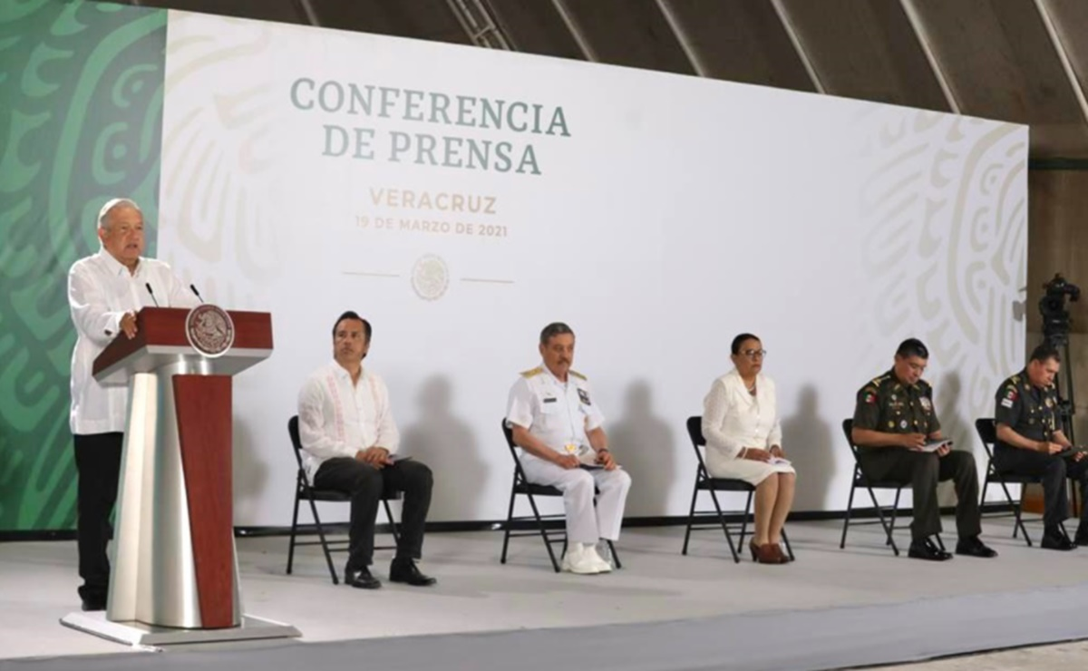 Entrega AMLO proyecto Interoceánico del Istmo de Tehuantepec a la Marina