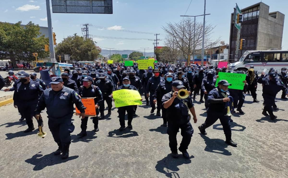"""""""Estamos dejando a Oaxaca sin seguridad"""", dicen policías estatales en marcha por sus derechos laborales; van 4 días de paro"""