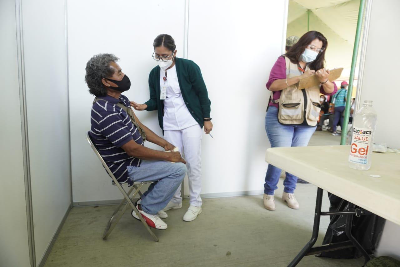 Reportan 531 oaxaqueños con reacciones secundarias por vacunas Covid; 80% han sido mujeres