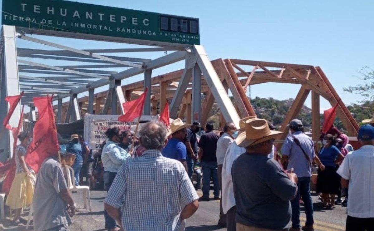 Comuneros de Tagolaba exigen cárcel a presunto responsable del robo de tierras; bloquean en el Istmo