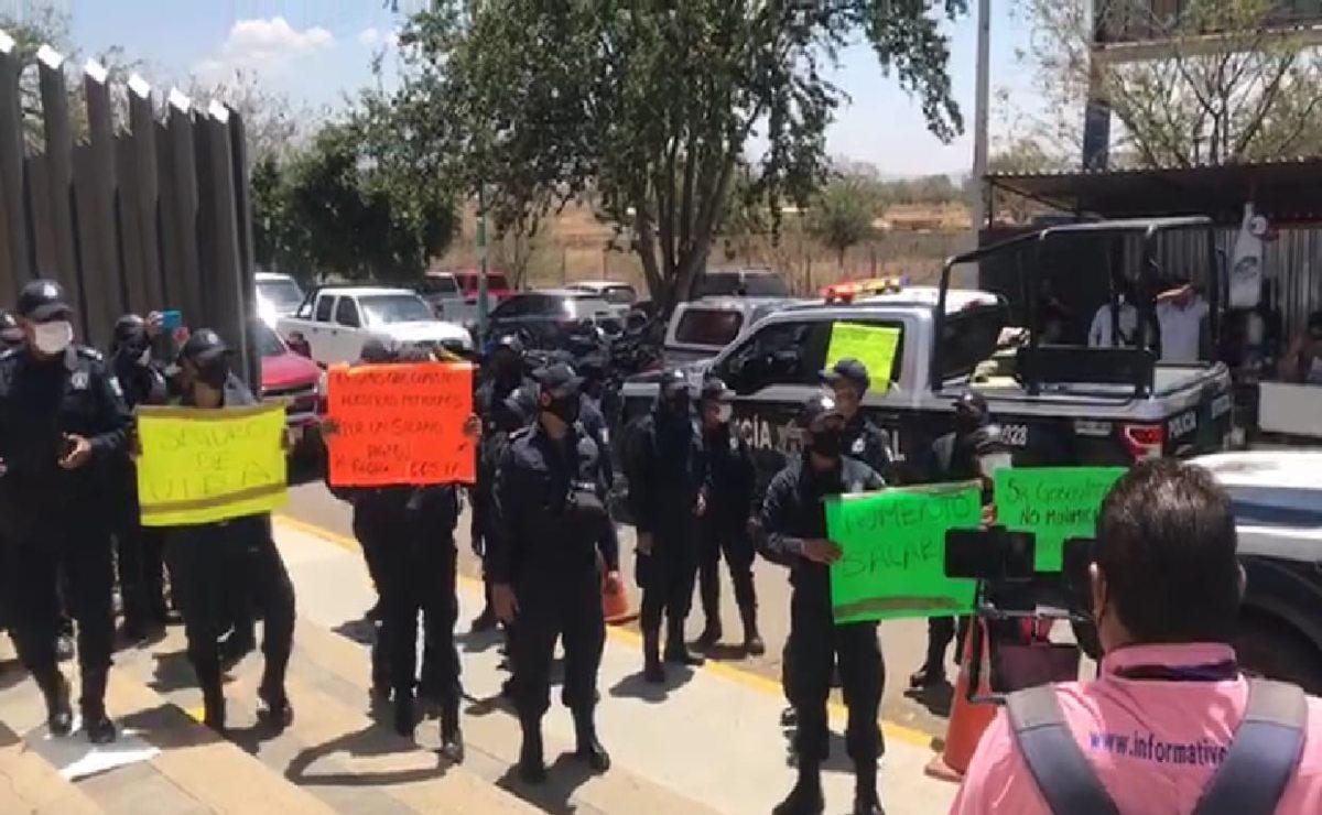 Desde el Congreso de Oaxaca, piden a policías estatales en paro hace 7 días retornar a sus labores