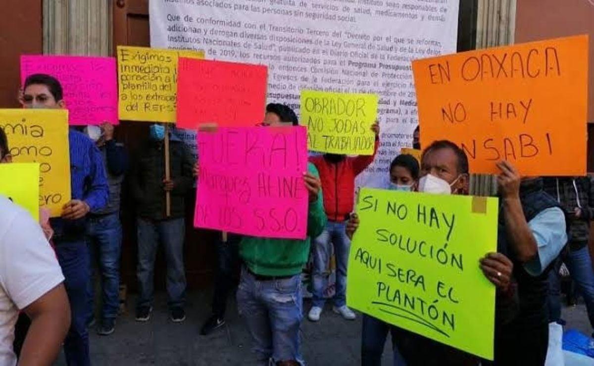 Cumple 23 días plantón de trabajadores del Seguro Popular en las oficinas de Salud de Oaxaca