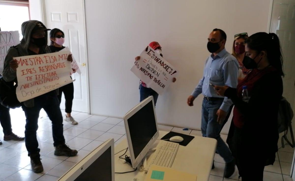 Irrumpen manifestantes a oficinas de Morena en Oaxaca; exigen pago a 57 capturistas que registraron candidaturas