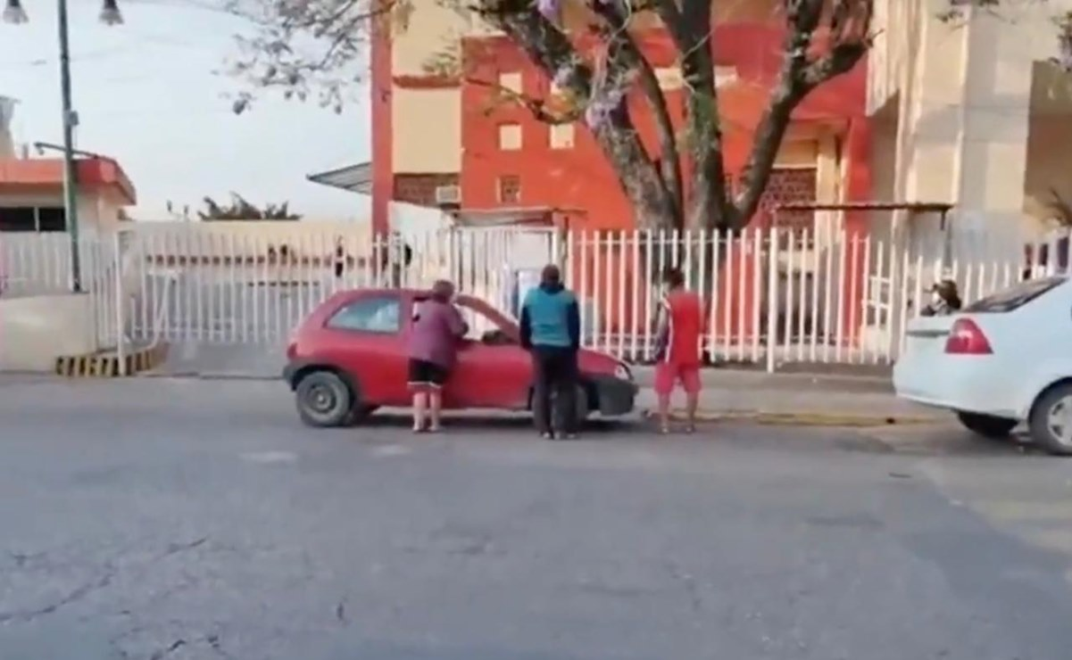 """Muere mujer embarazada afuera del Hospital Civil """"Aurelio Valdivieso"""", en la ciudad de Oaxaca"""