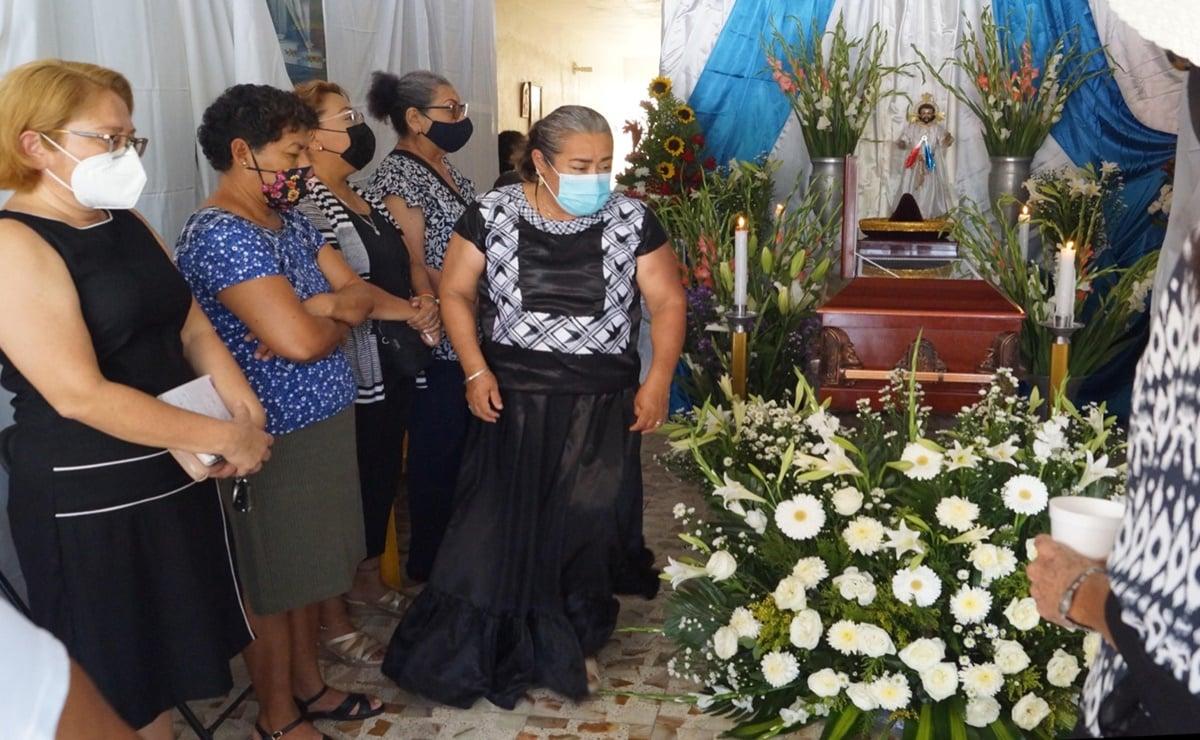 """""""No tuvo nada que ver la vacuna, tengan confianza y vacúnense todos"""", dice hijo de médico que murió en Oaxaca"""