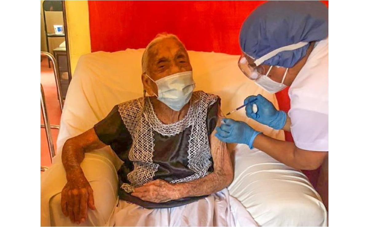 Con visitas a domicilio, en el Istmo de Oaxaca llevan vacuna antiCovid a adultos mayores postrados