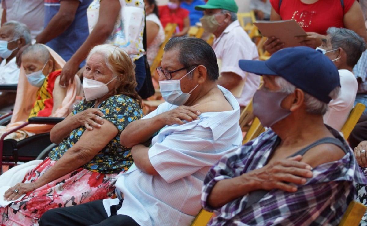 """""""Son días de esperanza"""", dicen adultos mayores del Istmo, la última región de Oaxaca a la que llegó la vacuna"""