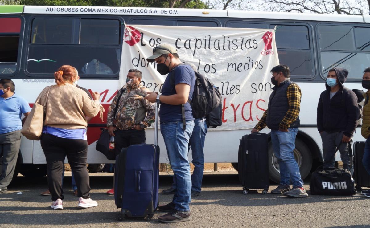 Ante bloque de aeropuerto de Oaxaca por normalistas, gobierno estatal pide mantener diálogo y seguir ruta de contrataciones
