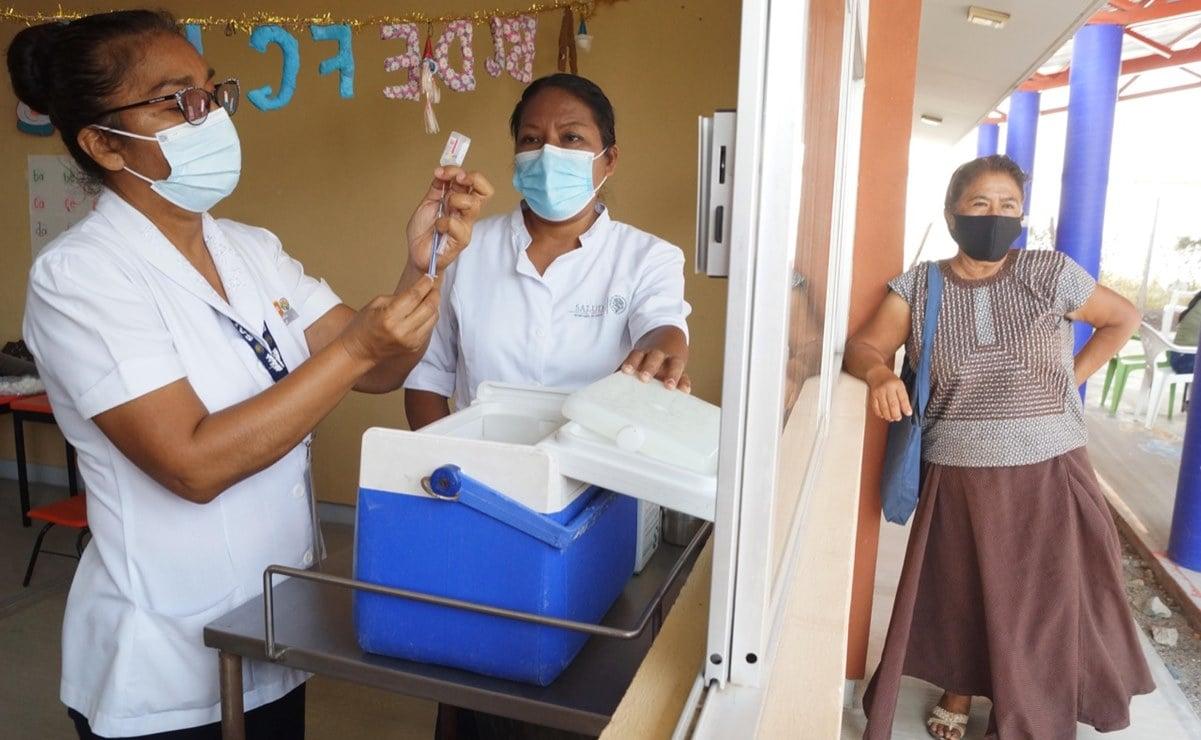 """Aunque me muera, me voy a vacunar"", dicen ancianos ikoots de Oaxaca, tras vencer miedo a dosis antiCovid"