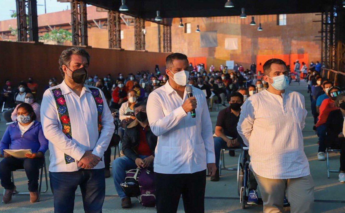 Encabeza Murat arranque de vacunación antiCovid-19 a 117 mil maestros de Oaxaca