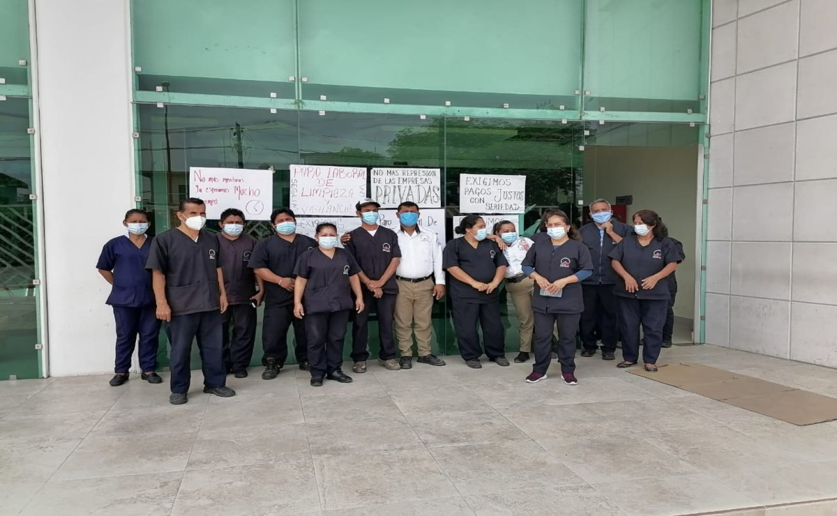 Se van a paro 67 trabajadores de limpieza del hospital de Juchitán; afecta 3 áreas, incluida quirófanos
