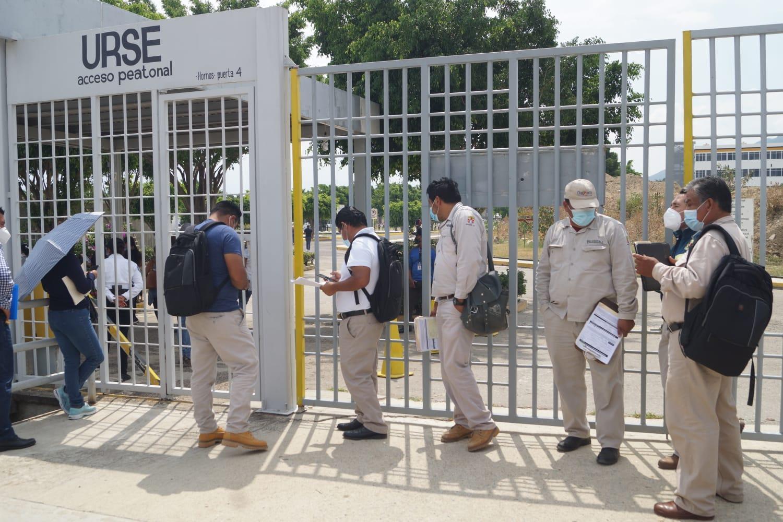 Tras quedar fuera de primera etapa de vacunación, personal de Salud de Oaxaca recibe dosis antiCovid-19