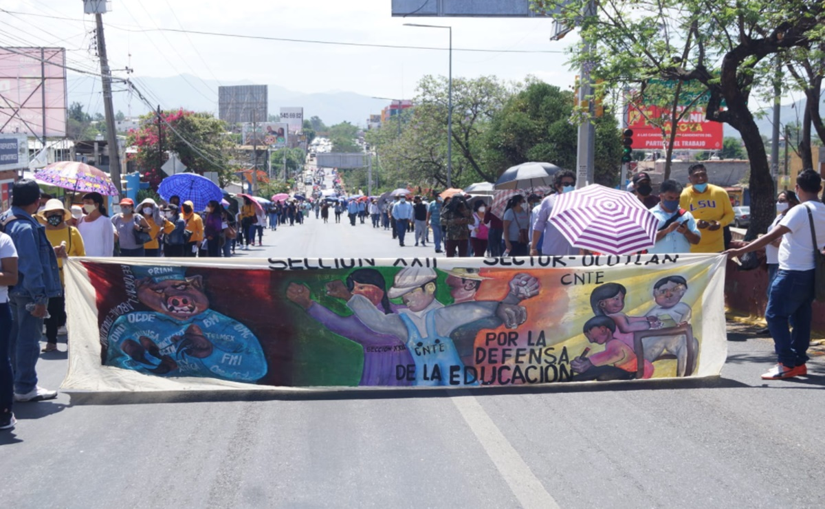 Ya vacunados, maestros de la Sección 22 del SNTE regresan a protestar a calles de Oaxaca