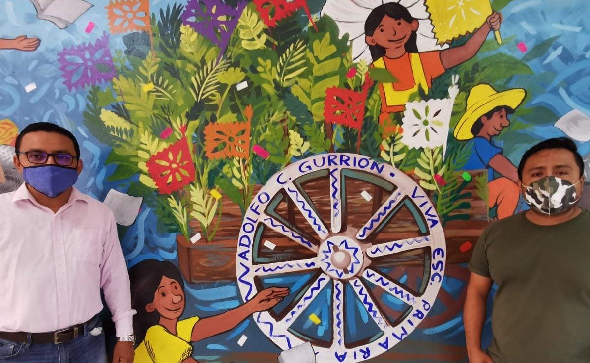 Con mural en primaria bilingüe reconstruida tras terremoto de 2017, celebran Día del Maestro en Juchitán