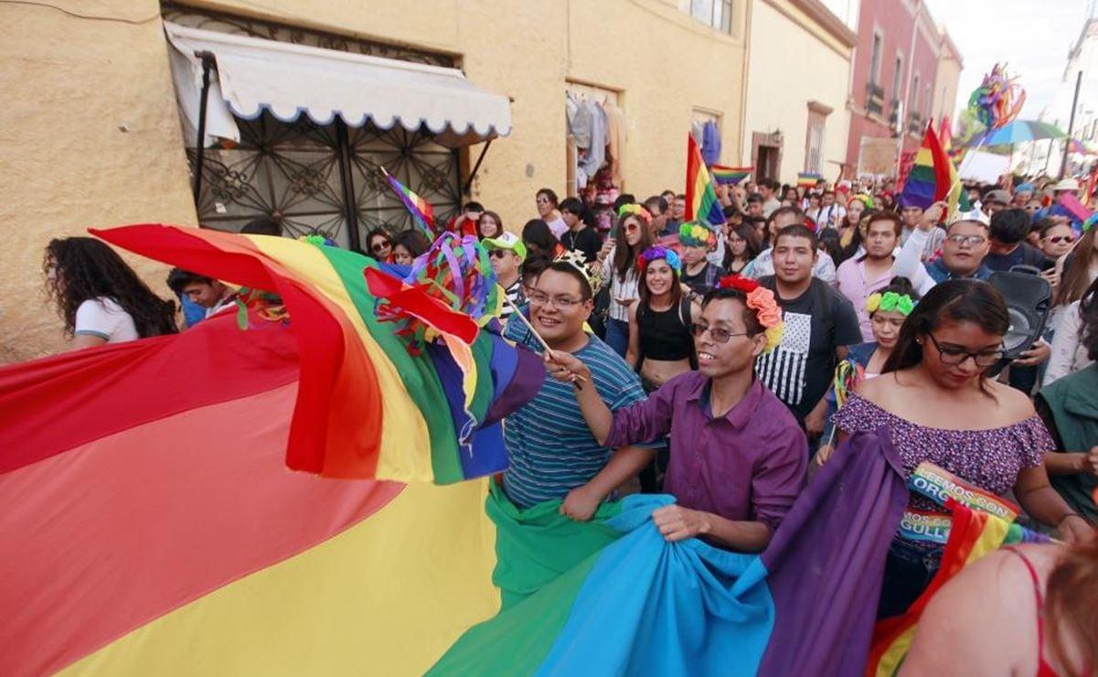 Acxel, joven de Oaxaca despedido de farmacia por homofobia, pide ayuda ante escalada de ataques