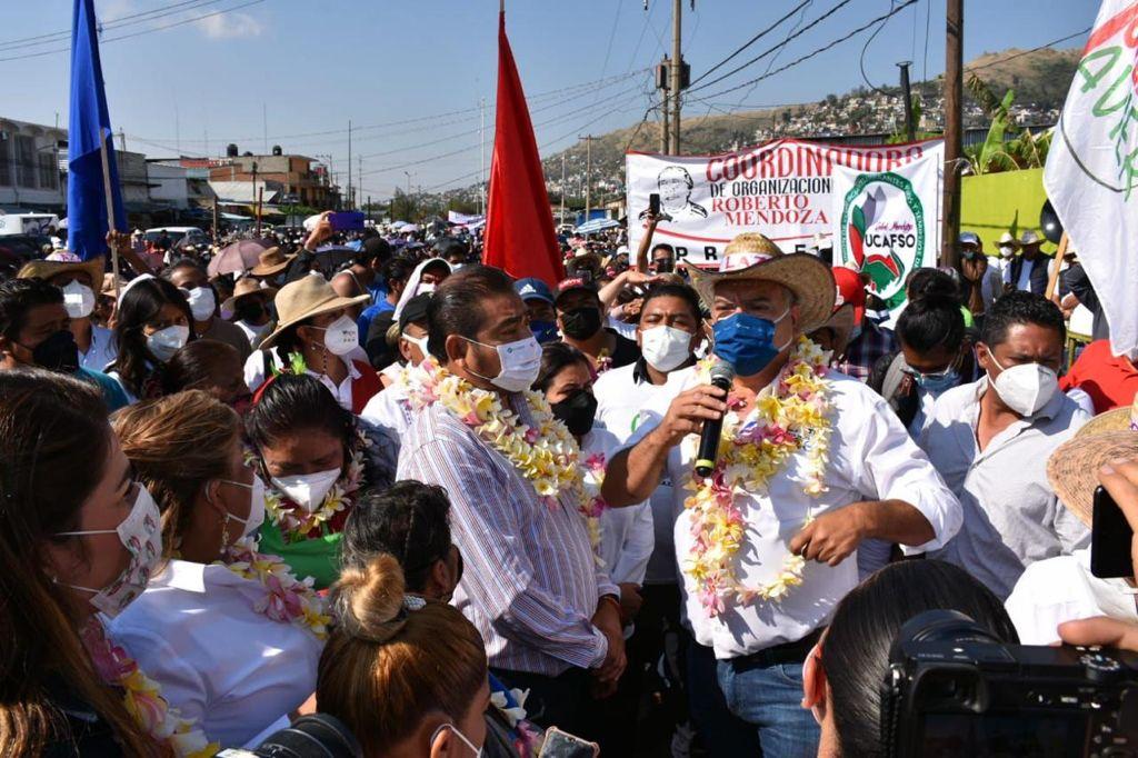 Villacaña, candidato a edil de Oaxaca de Juárez, promete a comerciantes de la Central de Abasto eliminar cobro de derechos