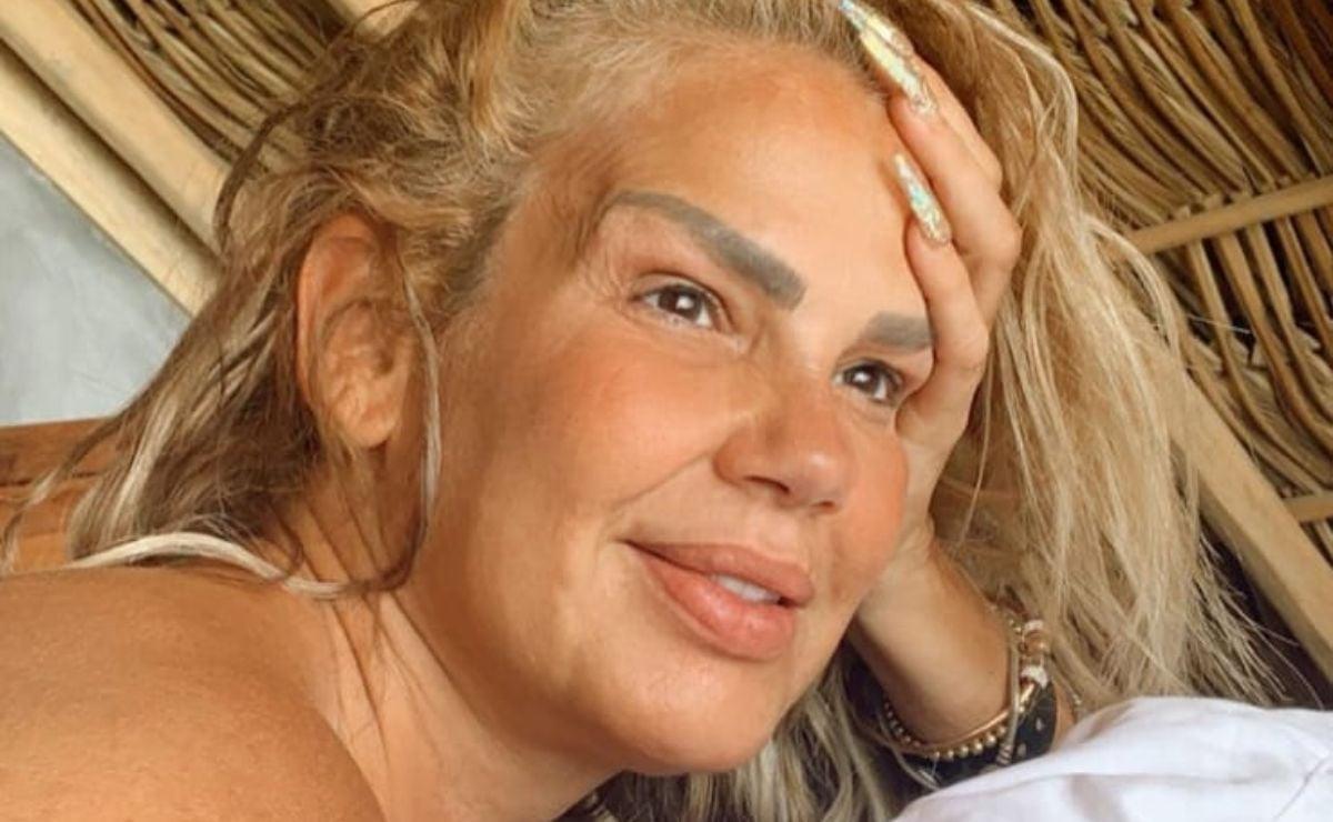 En topless, Niurka invita a visitar Zipolite, la playa nudista de Oaxaca