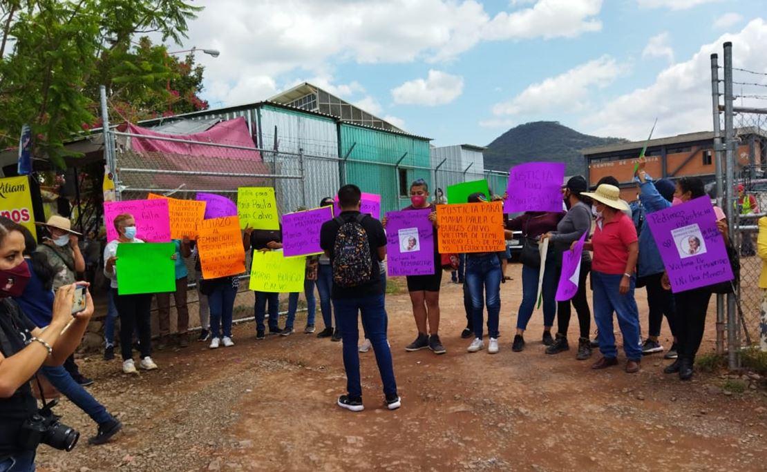 Exigen detener a feminicida de María Paula, mujer de 63 años asesinada a machetazos en Oaxaca