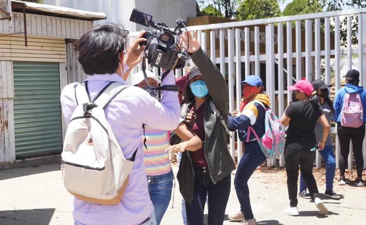 Con agresiones de normalistas, suman 11 expedientes por violencia contra periodistas en Oaxaca