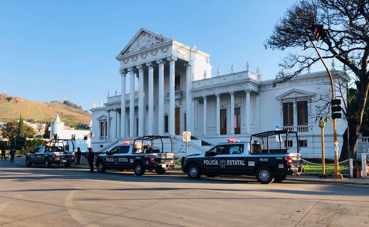 Policía de Oaxaca recupera 16 unidades de transporte público tomadas por normalistas