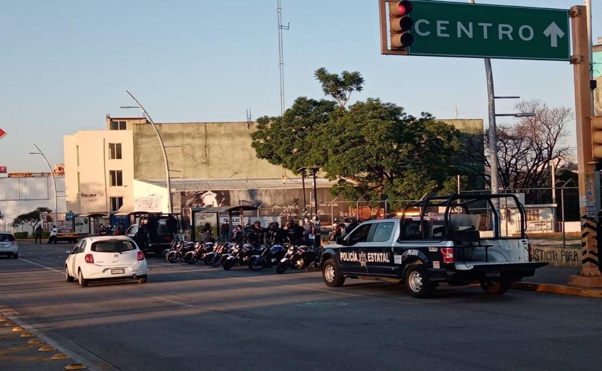 Tras operativo para recuperar 16 unidades de transporte público, normalistas de Oaxaca acusan represión