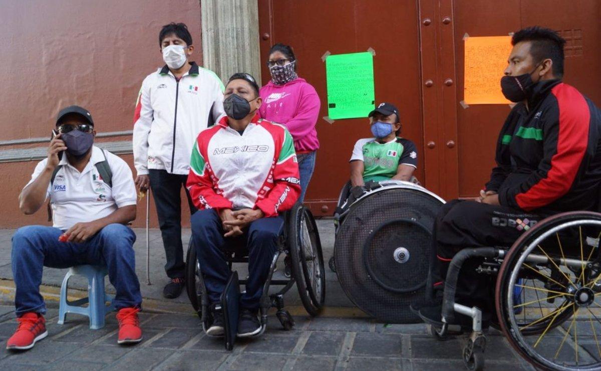 Atletas paralímpicos de Oaxaca pago de becas vitalicias; instalan plantón indefinido en Casa Oficial