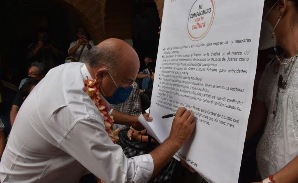 Firma Villacaña compromisos con la comunidad artística y cultural de la ciudad de Oaxaca