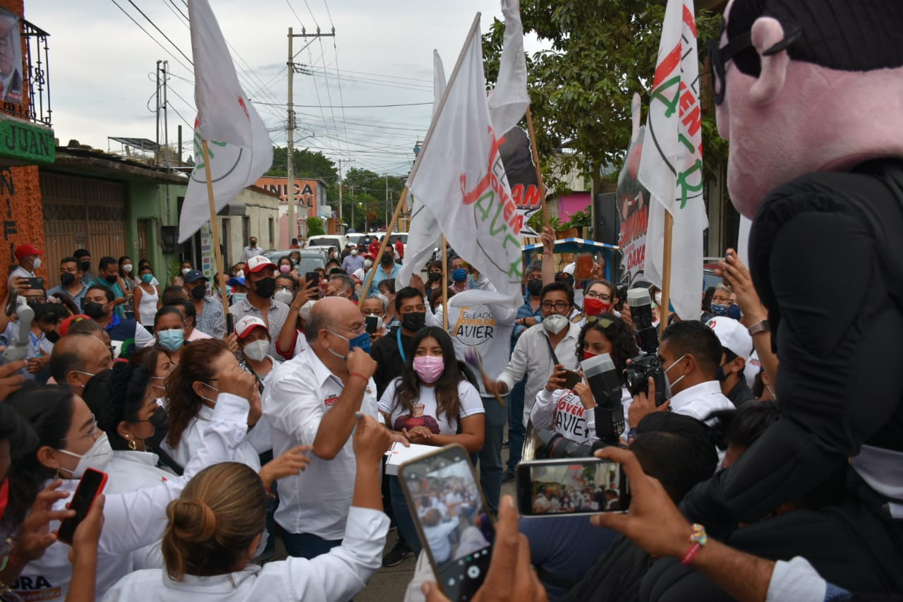 "Javier Villacaña, candidato a edil de Oaxaca capital por PRI-PAN-PRD, pide ""votar para botar"" al mal gobierno"