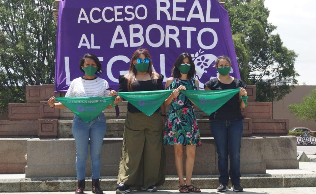 """Feministas de Oaxaca cuelgan pañuelos verdes para exigir """"acceso real al aborto legal"""""""