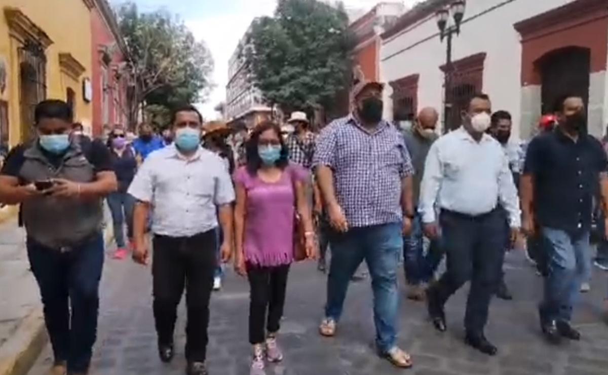 Sección 22 marcha en Oaxaca para exigir liberación de normalistas de Chiapas y relevo seccional