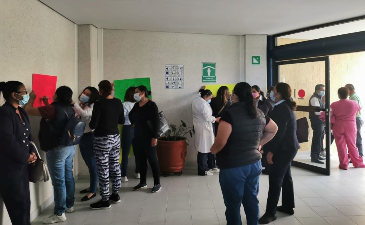 """Por falta de vacuna, trabajadores anuncian """"paro de brazos caídos"""" en Hospital de Especialidades de Oaxaca"""