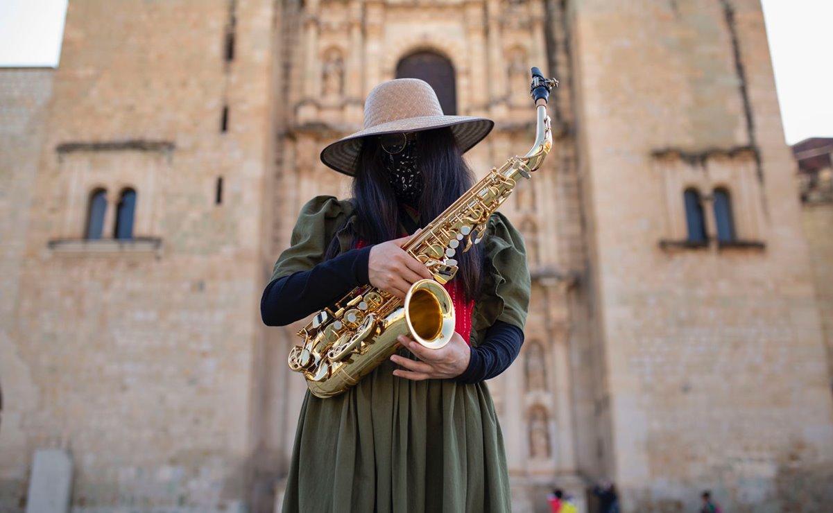 """María Elena Ríos, saxofonista sobreviviente de un ataque con ácido, pide no votar por """"políticos feminicidas"""""""