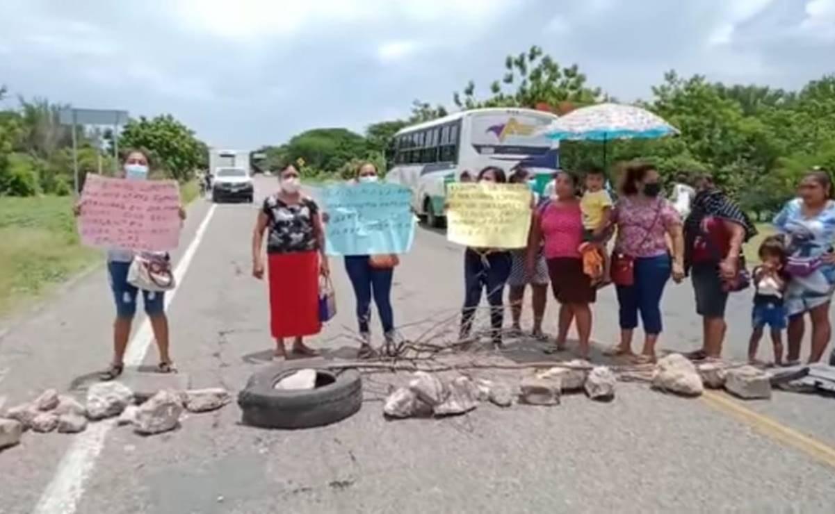 Bloquean carretera para exigir liberación de 10 detenidos por la GN en Xadani, Oaxaca