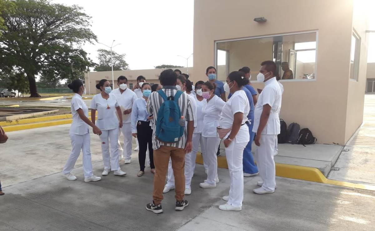 Protestan trabajadores de Hospital Covid de Juchitán, Oaxaca; piden un contrato digno