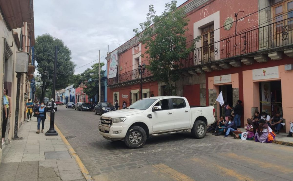 Con bloqueo en Centro Histórico de Oaxaca, comunidades de alta marginación exigen servicios médicos