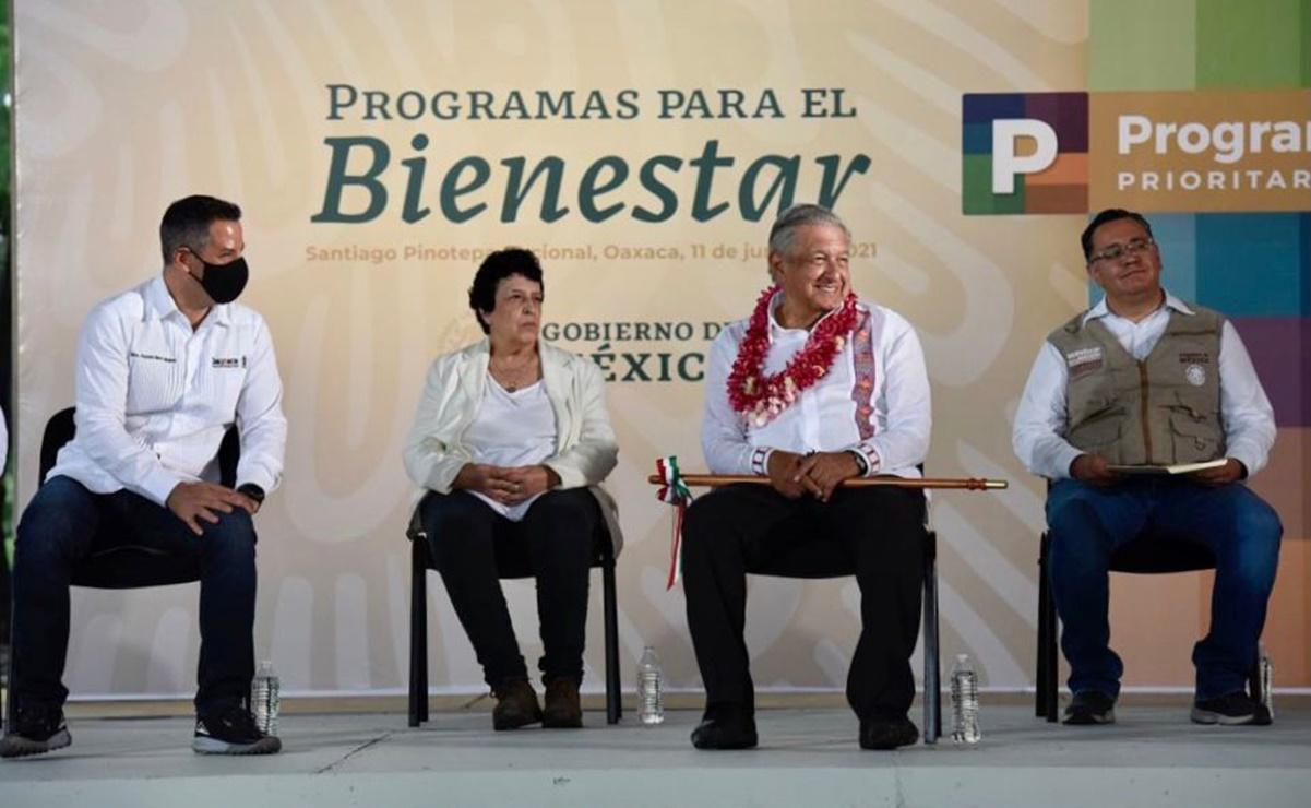 López Obrador y Murat Hinojosa evalúan programas de desarrollo y bienestar en Oaxaca