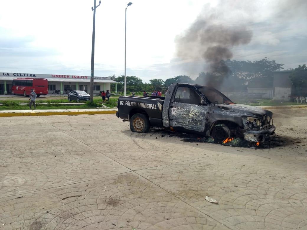 Inconformes con elección en San Dionisio del Mar, comunidad ikoots de Oaxaca, queman una patrulla