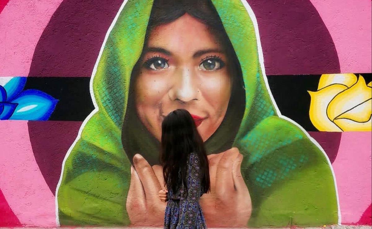 Plasman en mural de Iztapalapa fuerza de María Elena Ríos para exigir que las mujeres vivan libres y seguras