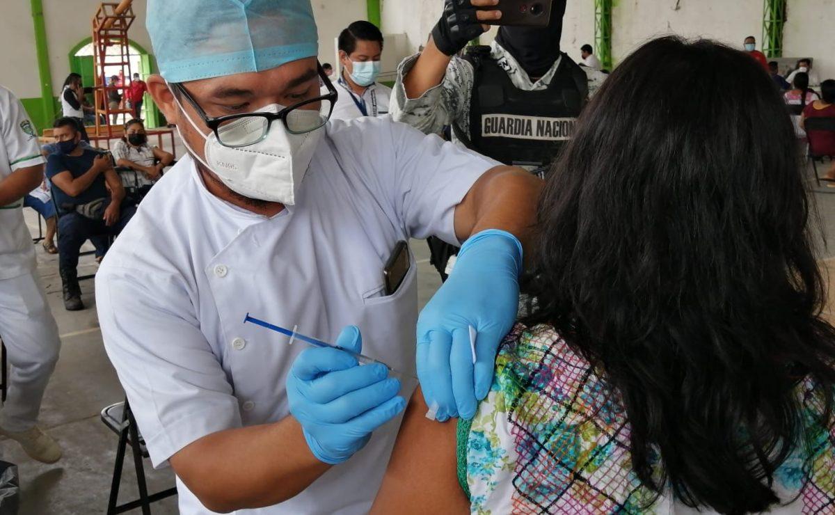 Con vacunas sobrantes de otras jornadas, inmunizan a población de 40-49 años en el Istmo