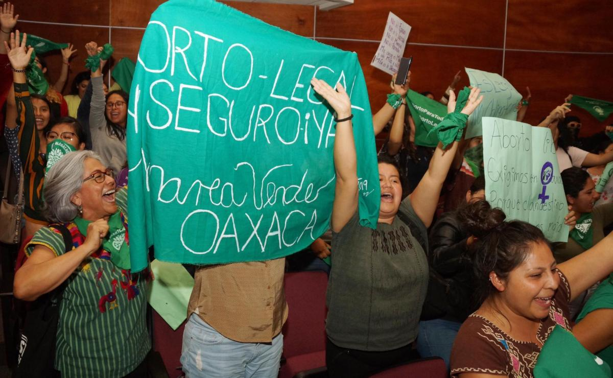 Feministas de Oaxaca critican examen de admisión de la UABJO por pregunta sobre el aborto