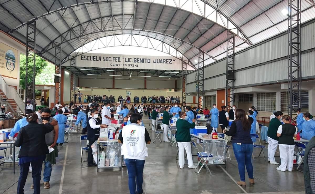 Aplican vacuna antiCovid en 92 municipios de Mixteca; continúa en Valles Centrales