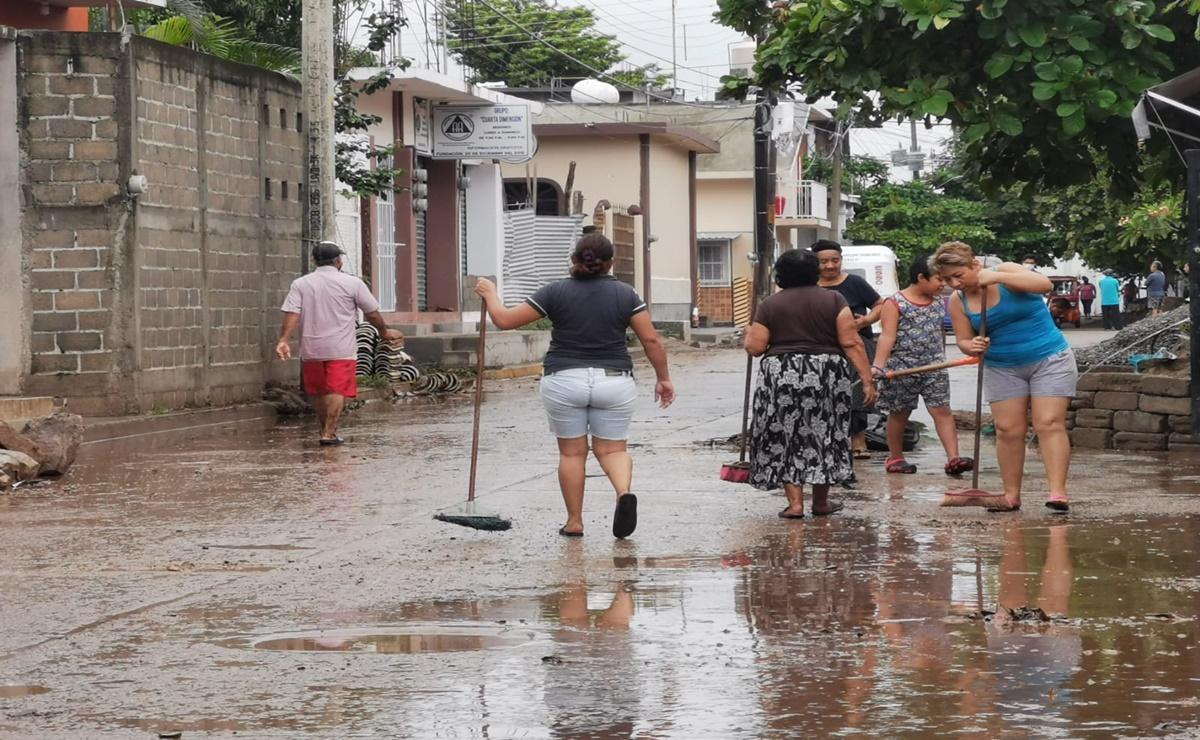 Baja nivel del agua en río Los Perros y calles de Juchitán; comienza limpieza