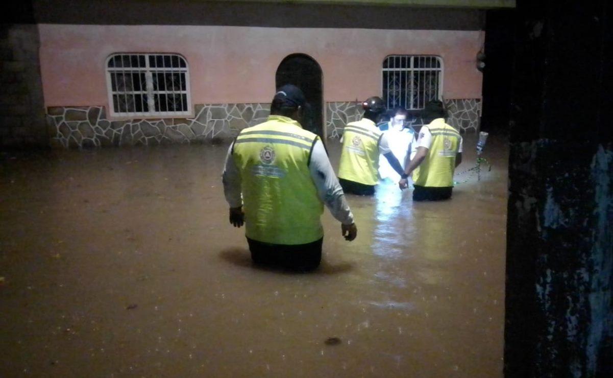 Rayo alcanza y quema una vivienda en Juchitán; se inundan siete puntos de la ciudad por lluvias