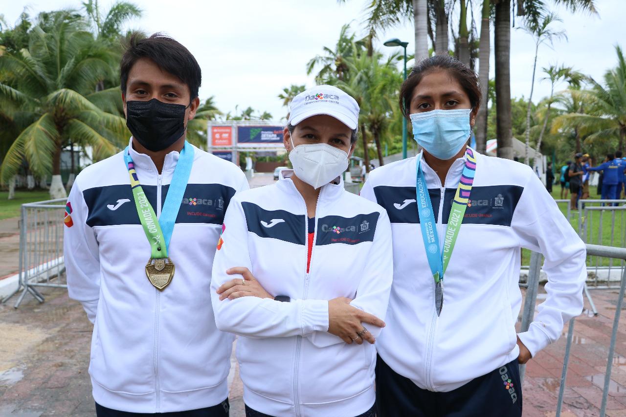 Triatletas de Oaxaca ganan oro y plata en Juegos Nacionales Conade