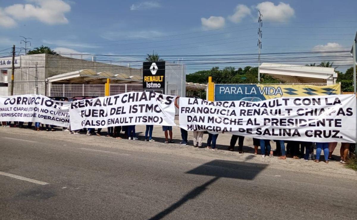 Protestan en Salina Cruz, Oaxaca, para ser contratados en concesionaria automotriz que los rechazó