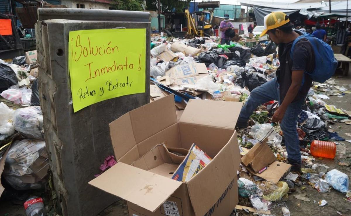 Recolectores de basura de la Central de Abasto de Oaxaca exigen materiales de trabajo