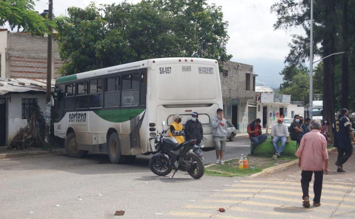 Vecinos de Santa Lucía del Camino exigen rehabilitación de drenaje con bloqueo