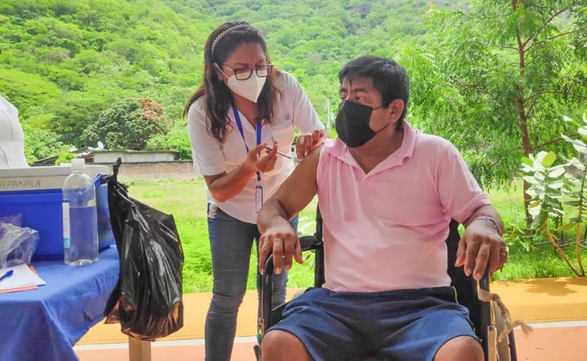Aplican vacuna contra Covid-19 a personas de 40 a 49 años en tres municipios del Istmo de Oaxaca
