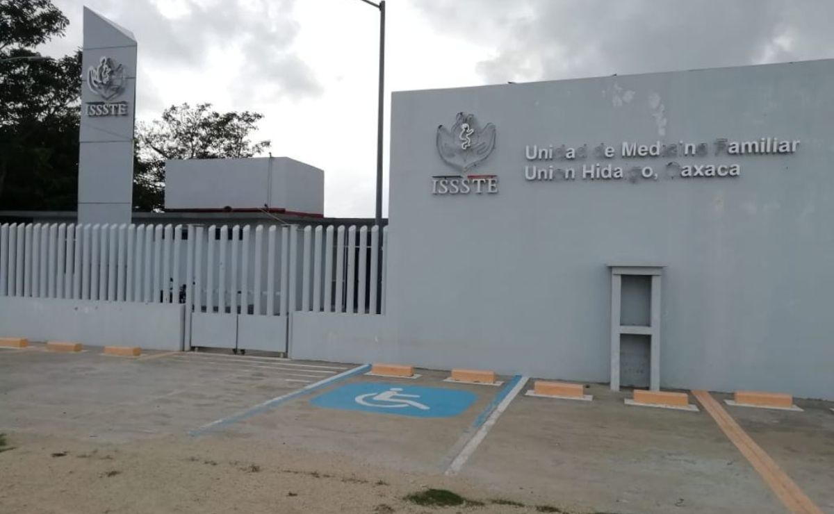 """Unidad Médica en el Istmo de Oaxaca lleva más de 50 meses en abandono; ISSSTE la considera """"activa"""""""